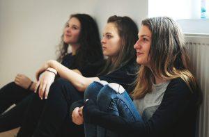 Atelier de teatru cu liceeni în cadrul programului LUNA CREATIVĂ - Ediția a II-a (foto credit: Ioana Ofelia)